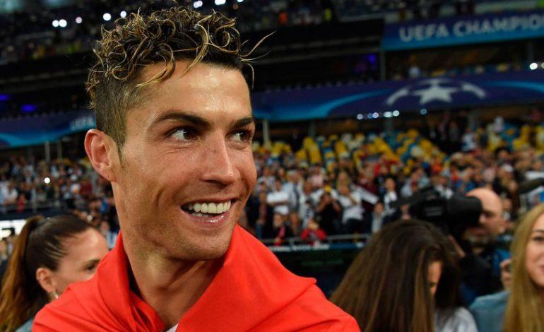 Kelas! Ronaldo Absen Latihan Demi Besuk Penggemar Kecil yang Sakit