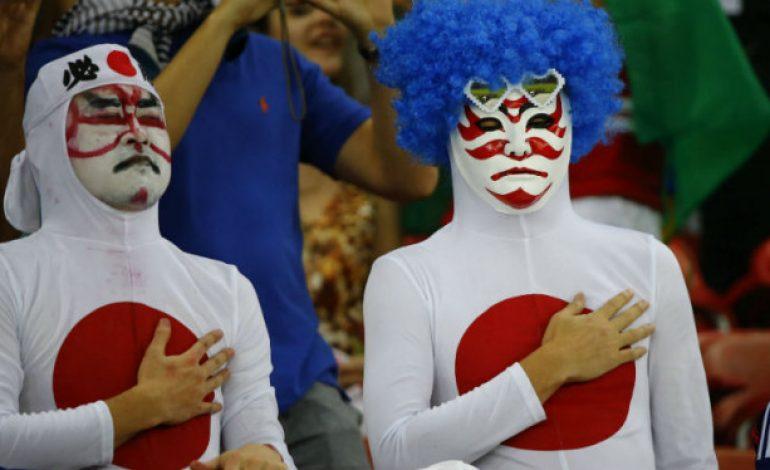 Aksi Santun Fans Jepang, Bersih-bersih Stadion Piala Dunia
