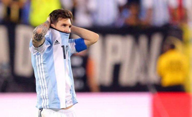 Alasan Pirlo Sebut Messi Belum Selevel Maradona