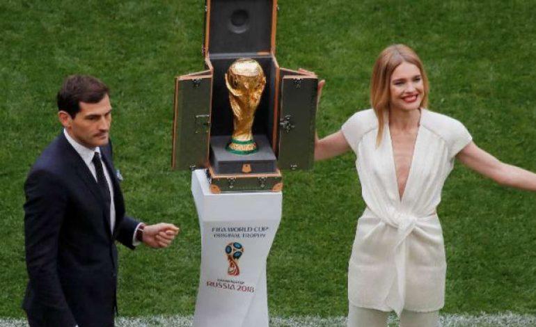 Casillas 'Gandeng' Model Seksi Jelang Rusia Vs Arab Saudi