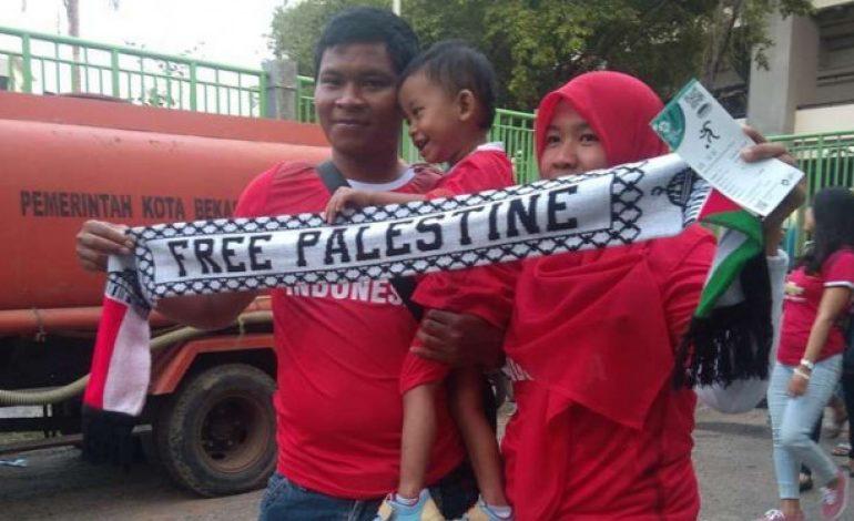 Syal Palestina Digemari Suporter Timnas Indonesia