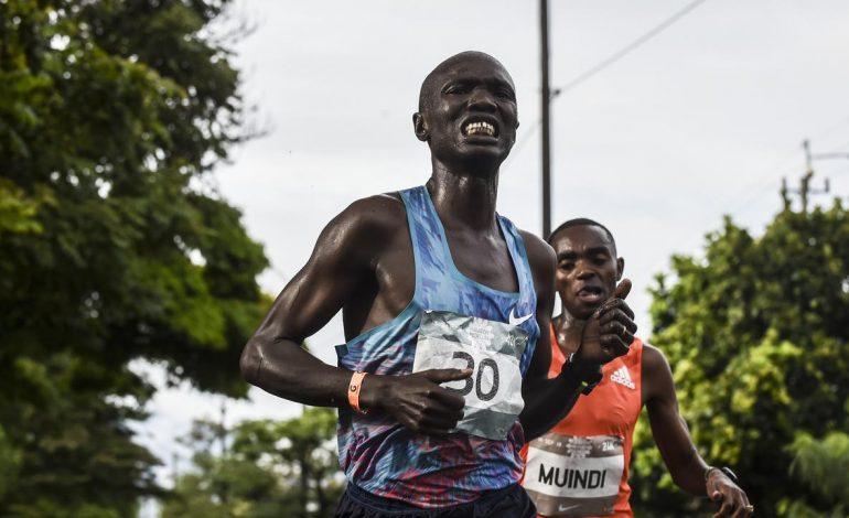 Ditabrak Mobil saat Lomba, Pelari Kenya Gagal Finis