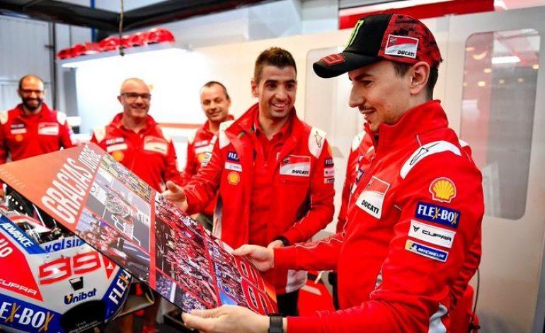 Jorge Lorenzo Bagi-bagi Hadiah Mahal Saat Pamitan dari Ducati