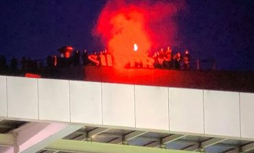 Oknum Suporter Porto Nekat Panjat Atap Stadion Demi Saksikan Pertandingan