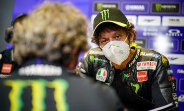 Ini Penjelasan Valentino Rossi Menghentikan Motornya di Tengah Lomba
