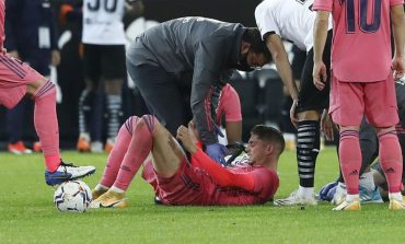 Kalah dari Valencia, Madrid Kehilangan Valverde yang Cedera