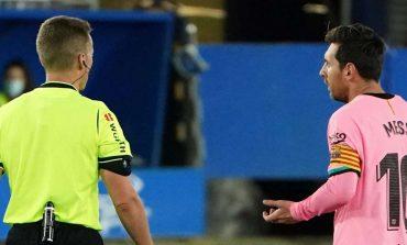 Tendang Bola ke Wasit, Lionel Messi Harusnya Dapat Kartu Merah