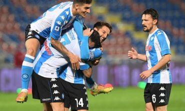 Napoli Hajar Crotone 4-0