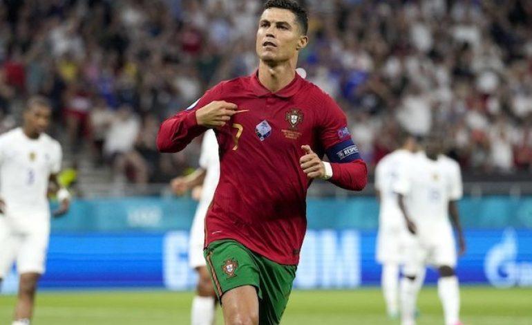 Resmi! Cristiano Ronaldo Top Skor Dunia untuk Laga Internasional