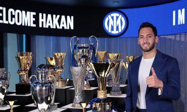 Resmi, Hakan Calhanoglu Menyeberang dari AC Milan ke Inter Milan