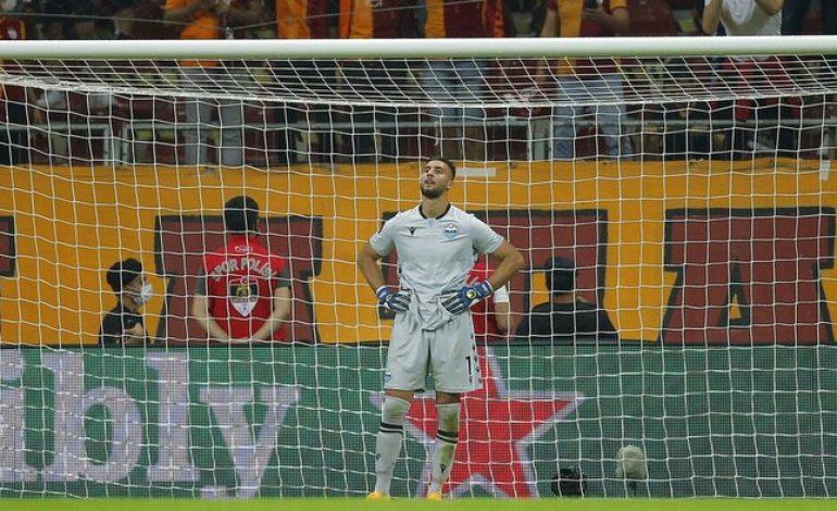 Blunder Kiper Lazio: Mau Nangkep Bola, Eh Masuk Gawang Sendiri