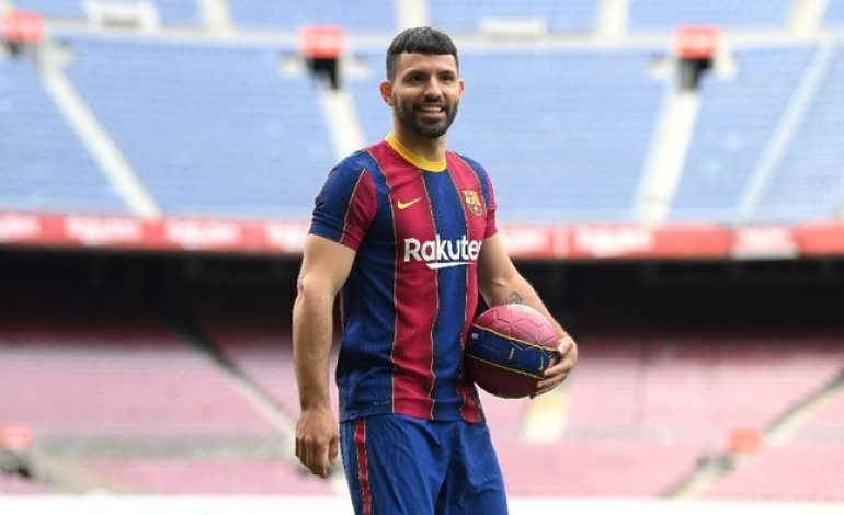 Aguero Tolak Pakai Jersey Warisan Messi di Barcelona karena…